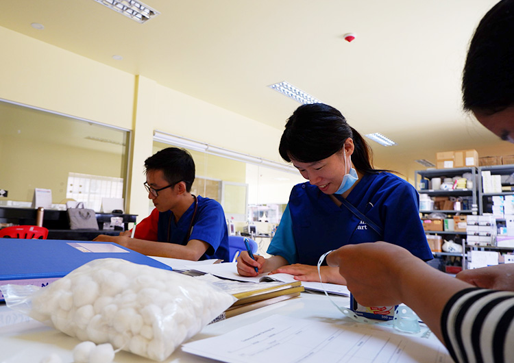 カンボジア 看護師 ボランティア