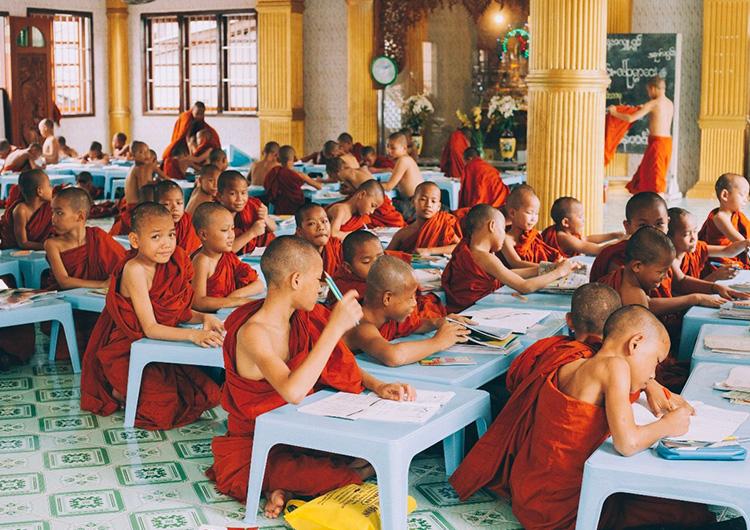 ミャンマー 僧院往診 ジャパンハート